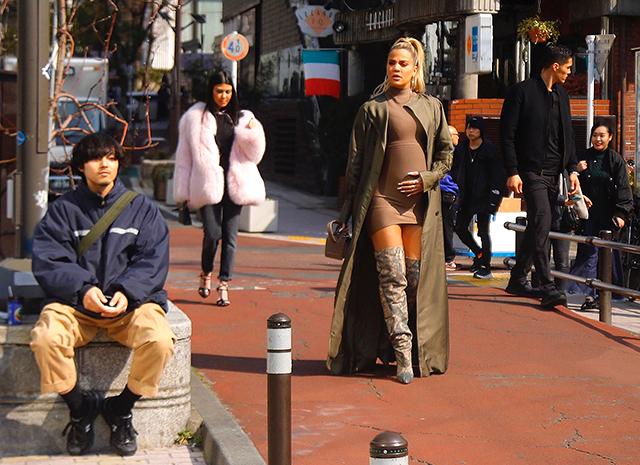Ким, Хлое и Кортни Кардашьян представили футуристические образы в Токио